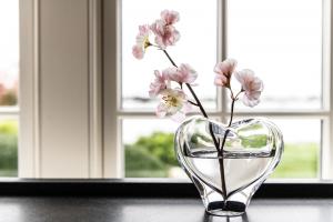 Simon Pearce Romance lead-free crystal heart vase