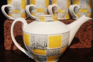 Jean Adams 5-piece ceramic tea set, yellow, white, black detail
